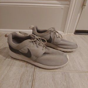 Nike Roshe One Running Shoes Size 6 Y